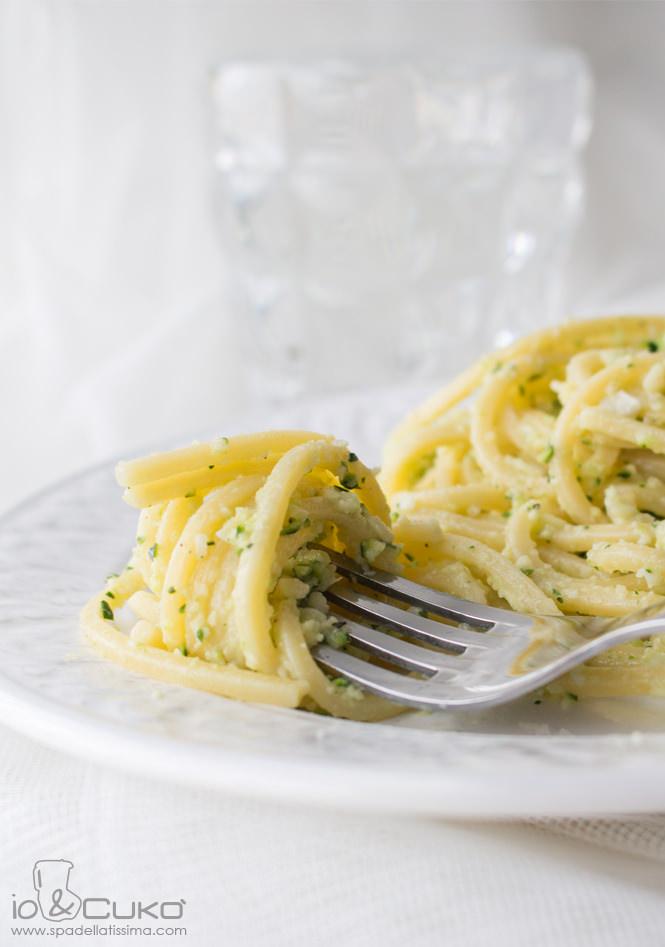 Spaghetti_con_pesto_di_zucchine_4