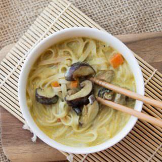 Flat_noodle_soup