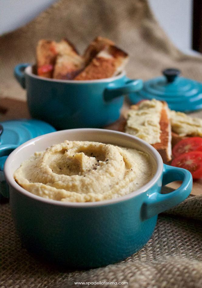 Hummus_e_crostini_al_pomodoro_2