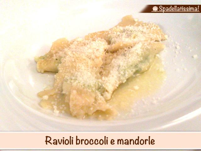 Ravioli broccoli e mandorle