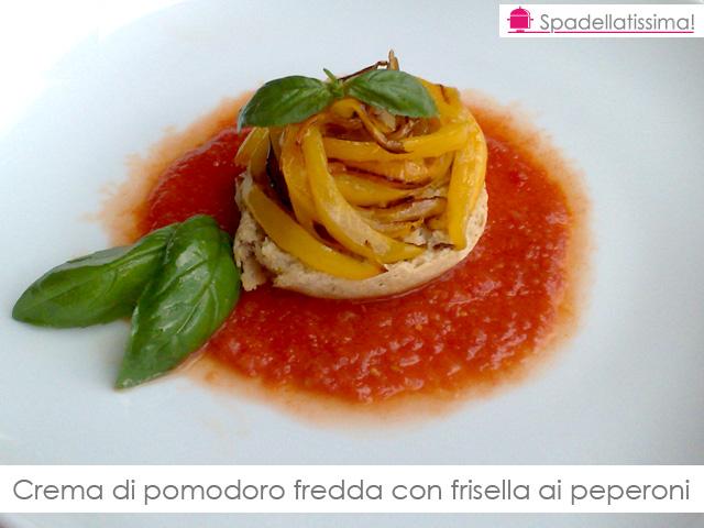Crema di pomodoro fredda con frisella ai peperoni