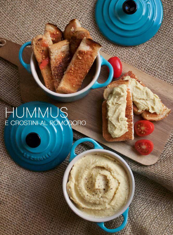 Hummus e crostini al pomodoro
