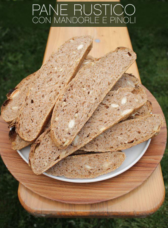 Pane rustico con mandorle e pinoli
