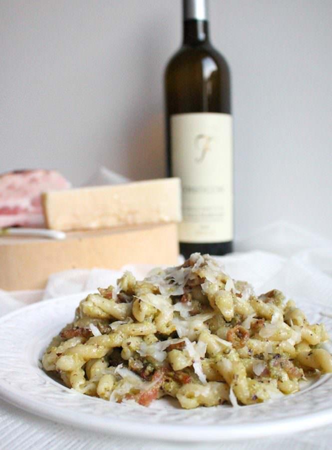 I Picciotti – una pasta rustica con guanciale, pesto di pistacchi e pecorino